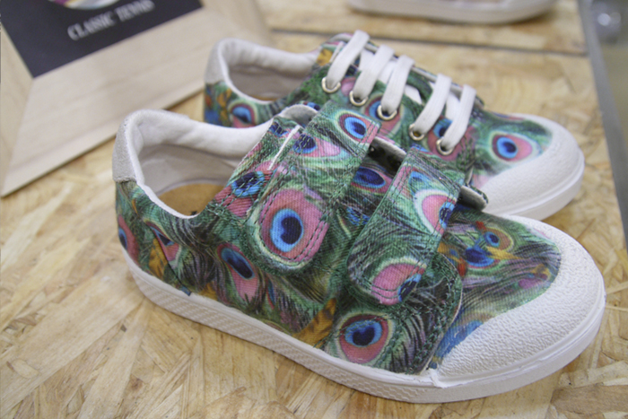 10IS kids peacock trainers