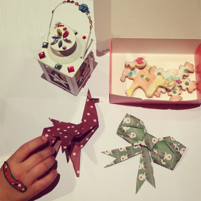 Inspired by our afternoon with MilK & Chanel... We are making some origami Christmas decorations for our tree!! Merci @milk_magazine ! #milkmagazine #chanel #xmas #noel #kids #origami #love #paris #christmas #chocolatshow #diy #lapatisseriedesreves