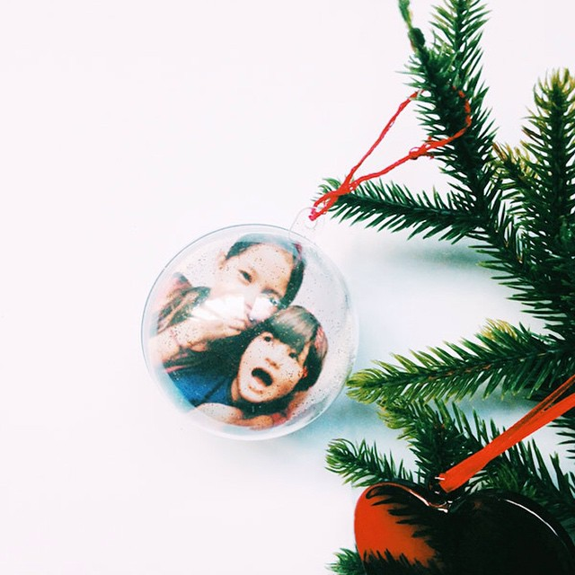 #DIY Christmas ornaments : two different photo decorations to make for the tree! RDV on Yoyo Mom! #holidays #christmas #ornaments #decorations #christmastree