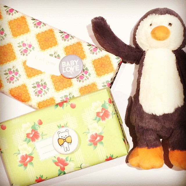 Wrapping up some Holiday gifts from Womb Concept store in Paris & colorful Petit Pan wrapping paper! Happy Friday!!! #gifts #petitpan #wombconcept #jellycat #cadeaudenoel #bebe #baby #xmas