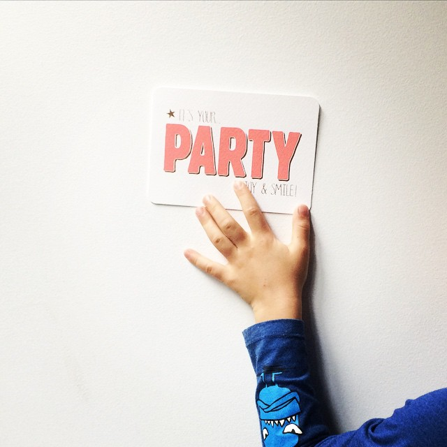 It's your party enjoy and smile! Getting ready for a party today... Cute card from Hema. #hema #party #birthday #instakid #instamoment #kids