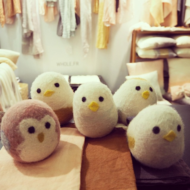 These gorgeous birds are waiting to be adopted! Design by Whole. #MO15 #Maisonetobjet #maisonobjet #wholeconcept #kidsdecor #ecofriendly #handmade #madeinfrance #birds #instacute #baby #ourwholeconcept