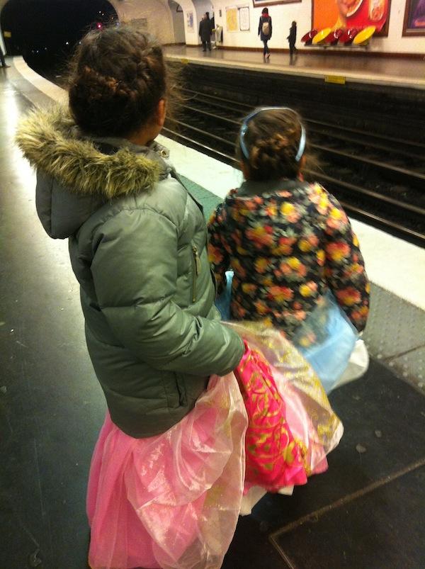 La Belle au Bois Dormant & Cendrillon dans le métro