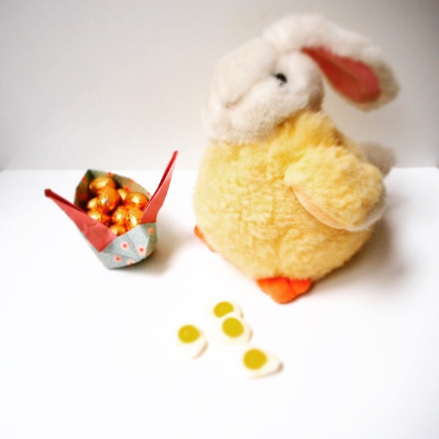 In the mood for... Easter! With Miss Rabbit Chicken! #Easterchicken #EasterBunny #Easter #Paques #chocolate #bunny #origami #bonton #chicken #rabbit #instamoment