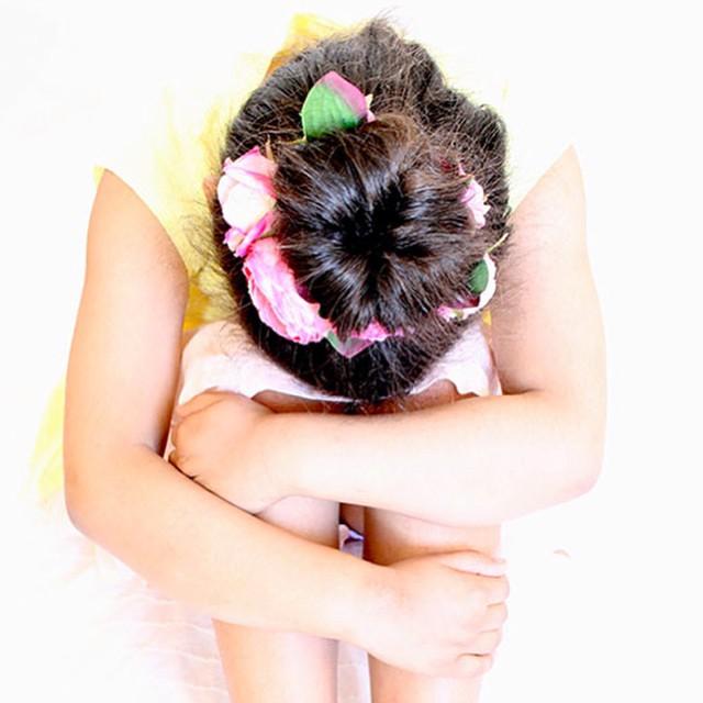 Pour les fêtes printanières et estivales, on accessoirise sa tenue et on tente une nouvelle coiffure ! #bonton #lesmercredisdedaphne #kidstyle #kidfashion #hairstyle