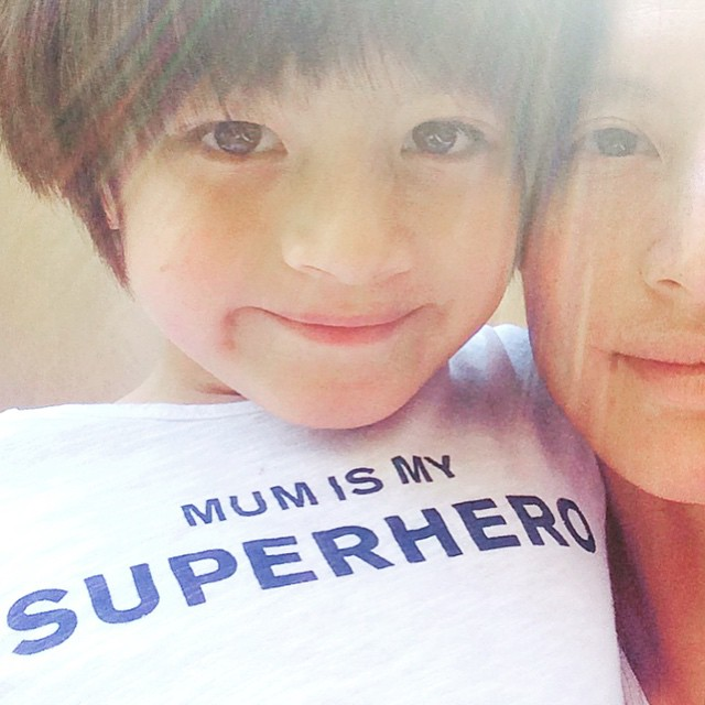 This @bashparis t-shirt for mom and kids is just right... especially for a boy that was born on Mother's Day! Happy dimanche avec mon fils ?☀️#bashparis #bashxdoolittle #fetedesmeres #instamoment #momandchild #mumismysuperhero #mom #instacute