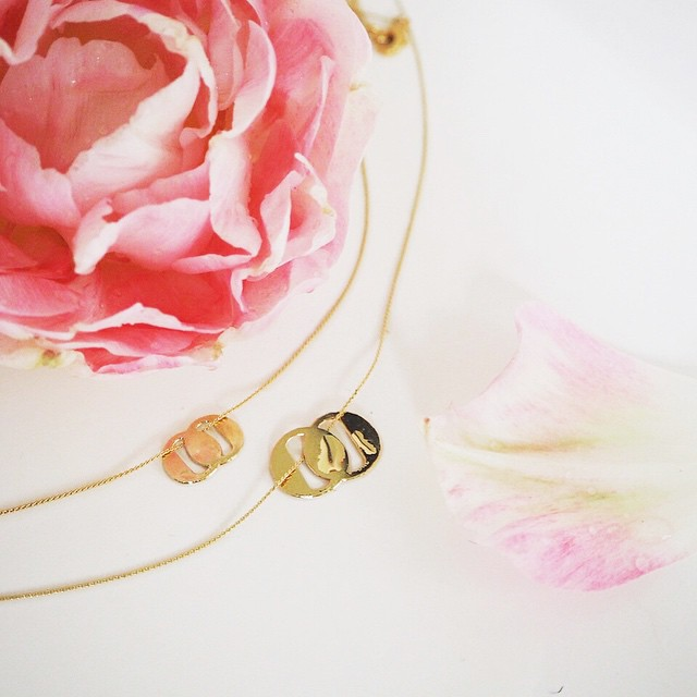 Love this collaboration: 2 gorgeous necklaces by Doolitttle x Titlee! THE perfect gift for Mom and Daughter! ? We are in LOVE with our necklaces! ? Les jolies bijoux pour maman et sa fille !!! #titleedoolittle #love #flower #floral #fetedesmeres #ig_kids #mom