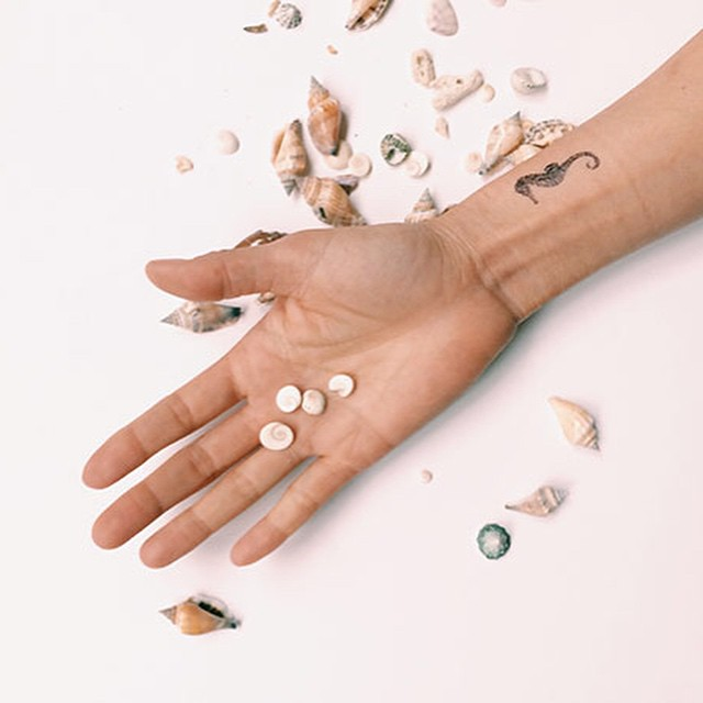 A Free Giveaway to start off the week! We are giving away beautiful Bloom temporary tattoos from @monpetitplus ! Enter to win on our site + share this IG photo for a second chance to win ? Happy Monday!! Bon lundi à tous ! ??? #monpetitplus #petitprince #seashells #concours #contest #temporarytattoos #vacation #tatouagestemporaires