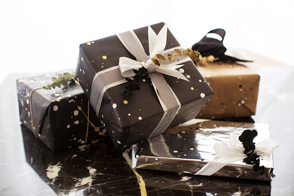 song_of_style_diy_black_and_gold_wrapping_paper