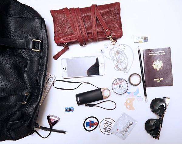 whats-in-my-handbag-2