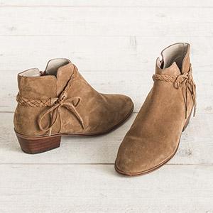 Cyrillic bottes femme